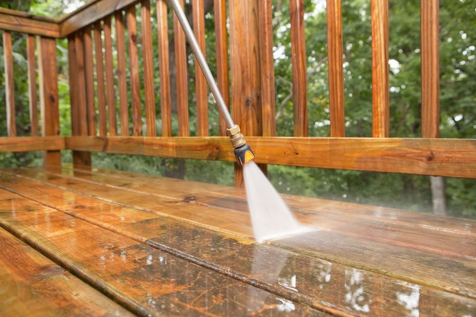 Benefits of Hiring a Pressure Cleaning Contractor